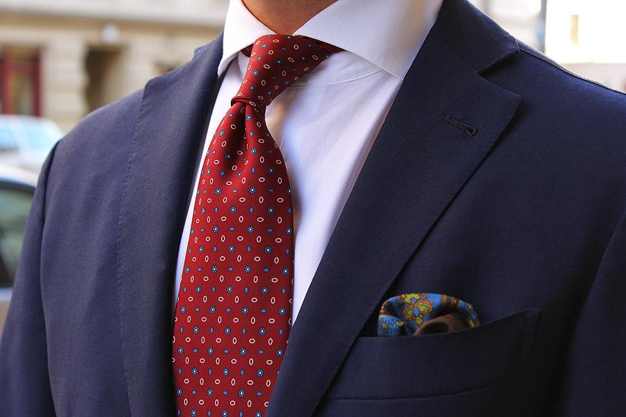 A Burgundy Tie helps to create a sense of maturity and trust, making this colored tie appropriate for business settings. Courtesy of blog.trashness.com