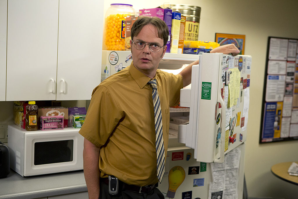 Dwight Schrute bad example of short sleeve shirt fit
