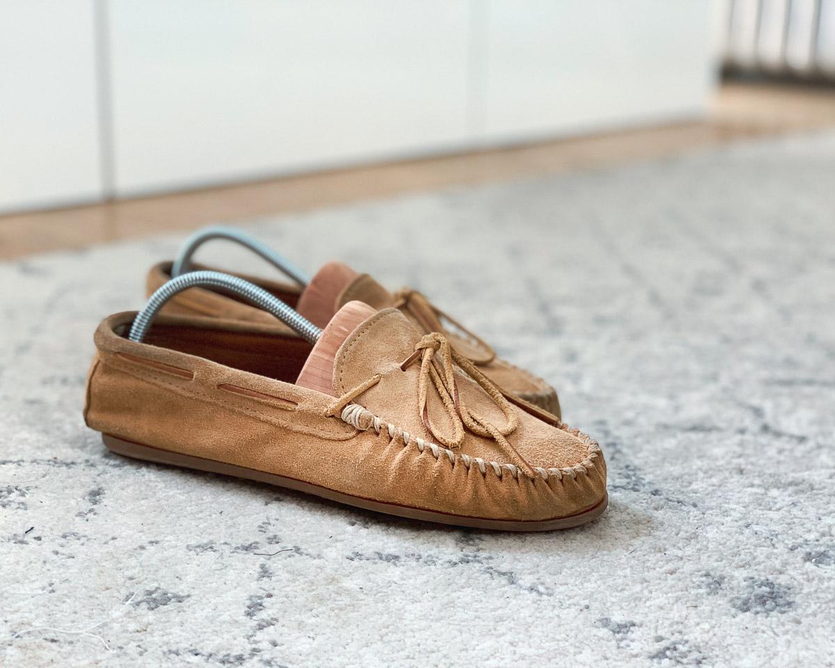 minnetonka moccasin house shoes