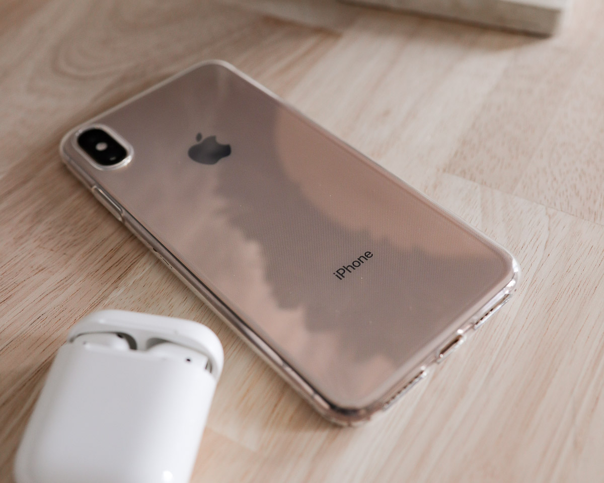 iphone XSMax with clear case and airpods headphones