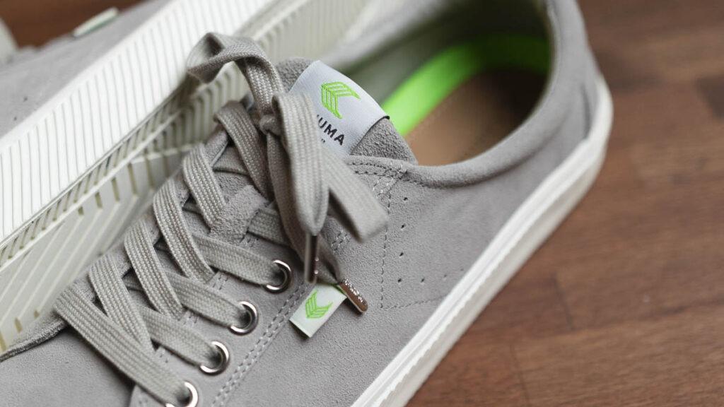 cariuma oca low grey close up